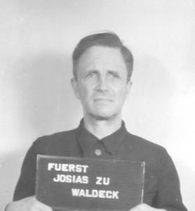 """""""Fuerst Josias zu Waldeck"""" heette eigenlijk Josias Prinz zu Waldeck und Pyrmont (foto Amerikaans leger, 1947)"""