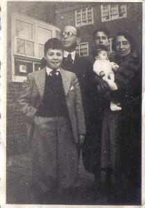 Adolf Philip Cutzien en zijn gezin. Hij heette nooit officieel Krukziener, maar noemde zich wel zo. (Joods Monument)