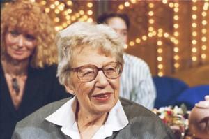 Annie M.G.Schmidt in 1989 tijdens een uitzending van Service Salon (Beeld- en Geluidwiki, CC-ASA 3.0 U)
