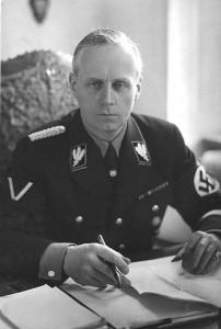 "Rijksmininister van Buitenlandse Zaken Joachim von Ribbentrop - de ""stiefopa"" van ex-bondsminister van Defensie Karl-Theodor zu Guttenberg"