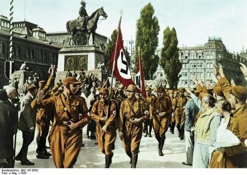 Horst Wessel als aanvoerder van zijn SA-eenheid, Neurenberg 1929
