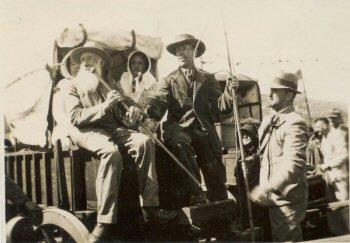 Een ossenwagen bij de woning van voortrekker Piet Retief (1780-1838) te Mooimeisiesfontein, 24 september 1938 (foto: Zuid-Afrikahuis)