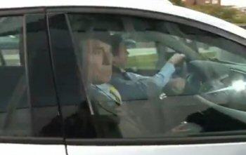 Ernst Jansen Steur komt aan bij de rechtbank in Zwolle (screenshot ANP-Video)