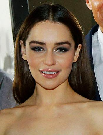Emilia Clarke speelt in Game of Thrones de rol van khaleesi (koningin) Daenerys Targaryen (foto: NI Executive / CC BY 2.0)