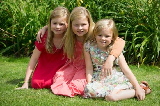 Wassenaar, 19 juli 2013: De Prinses van Oranje, Prinses Alexia en Prinses Ariane op landgoed De Horsten © RVD; foto: Marcel Vogel